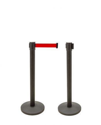Il est parfait pour la gestion de la file d'attente ou la séparation d'espaces. Cette entretoise est vendue dans un pack de deux unités indivisibles. Les poteaux séparateurs avec ruban extensible ont une hauteur de 910 mm, leur base est en ciment ce qui le rend plus stable, avec un diamètre de Ø320mm. Ces poteaux pour délimiter les espaces viennent avec du ruban extensible et sont en acier. Le ruban rétractable rétractable a une longueur de 2 mètres et se prolonge jusqu'à atteindre le terminal de l'autre poste pour générer une gestion de la queue et servir de poste frontière. Les bandes extensibles ont une fermeture de sécurité et intègrent 4 méthodes d'adaptation, ce qui leur permet d'élargir leurs possibilités d'application. Les poteaux séparateurs avec ruban extensible sont faciles à assembler et à démonter (pour le stockage ou le transport). En outre, ils sont idéaux pour les zones de trafic intense, telles que les halls d'entrée, les salles d'attente, les aéroports, les restaurants, les bureaux d'enregistrement, etc.